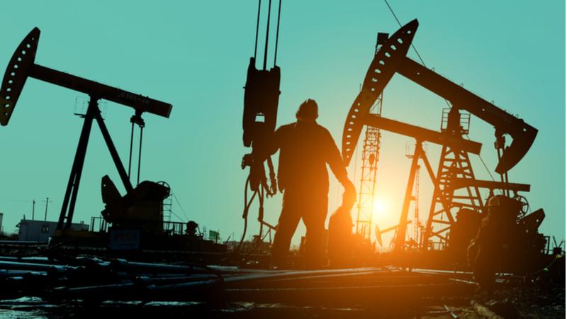 5046-oil-worker