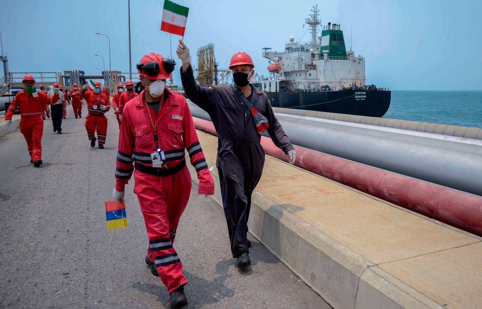 Mỹ thắt chặt hơn nữa các lệnh trừng phạt ngành dầu mỏ Iran