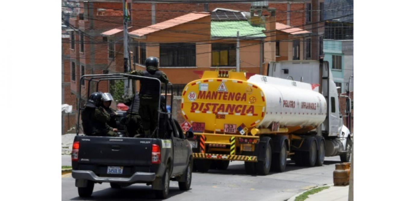 bolivia nguoi ung ho cuu tong thong morales phong toa mot nha may loc dau