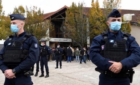 Châu Âu: Kẻ chết vì virus corona, người chết vì khủng bố