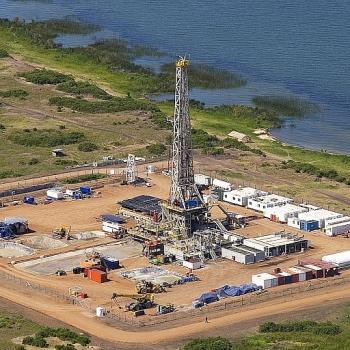 Tập đoàn Tullow Oil hoàn tất việc bán tài sản gây tranh cãi ở Uganda cho Total