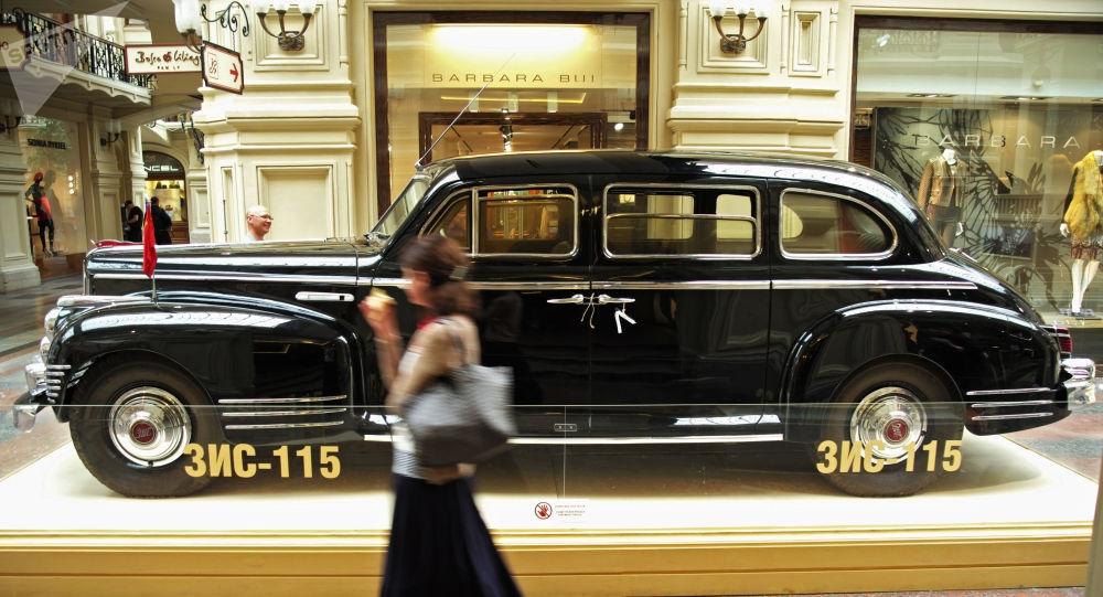 xe limousine boc thep tung cho stalin bi danh cap