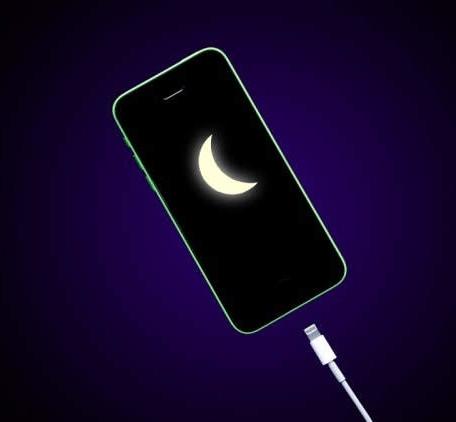 Tại sao không nên sạc điện thoại thông minh qua đêm?