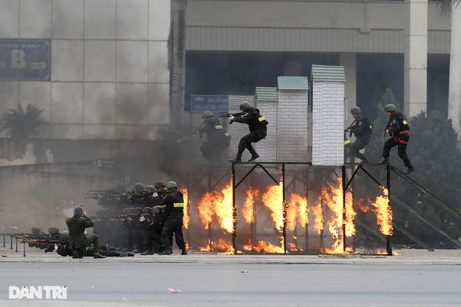 Diễn tập phòng chống khủng bố, bảo vệ nguyên thủ trước thềm Đại hội Đảng - 19