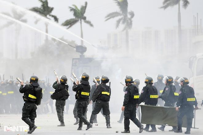 Diễn tập phòng chống khủng bố, bảo vệ nguyên thủ trước thềm Đại hội Đảng - 22