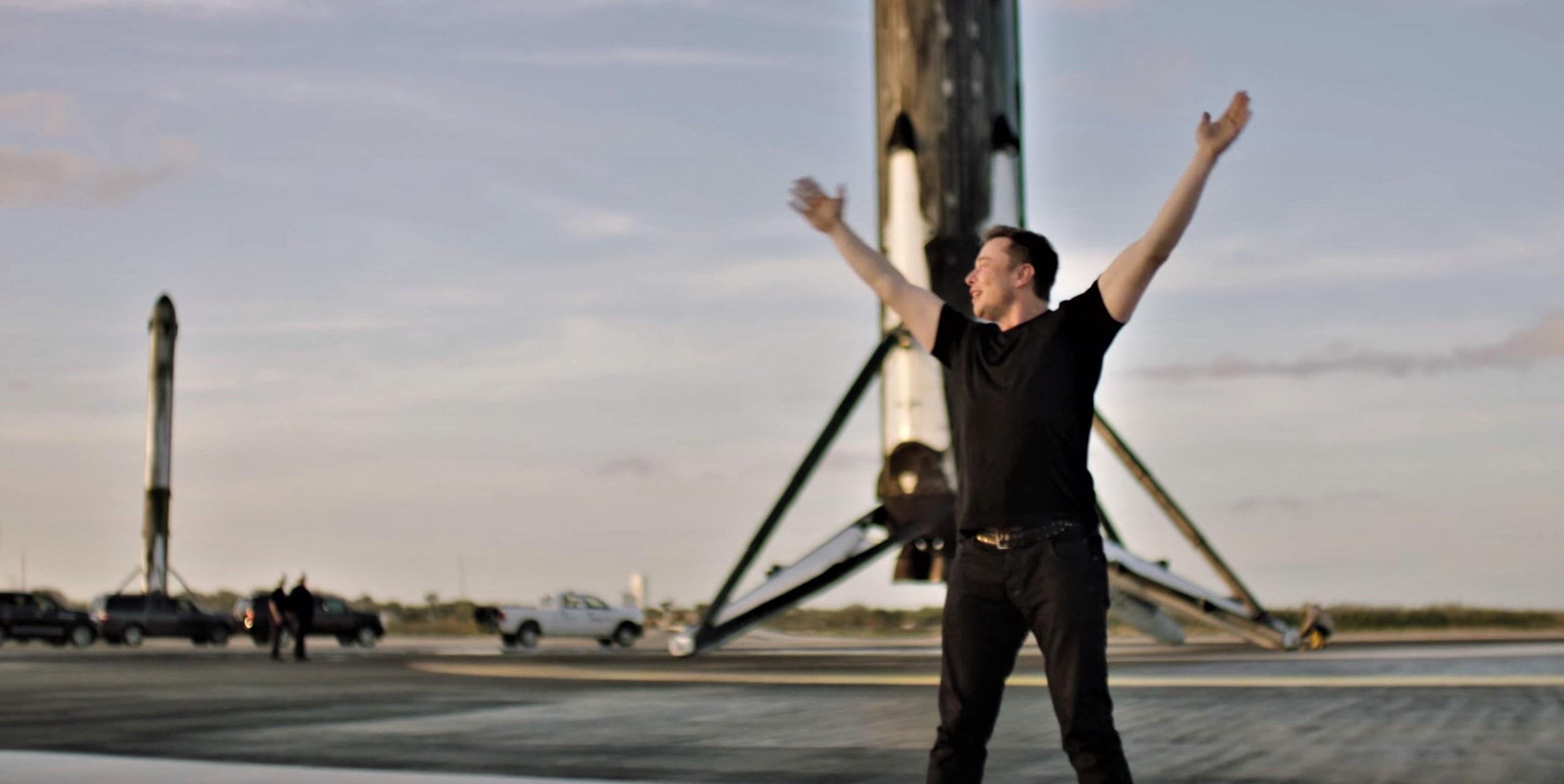 Elon Musk: Gã tỷ phú điên thích đốt tiền vào những điều viễn tưởng - 7