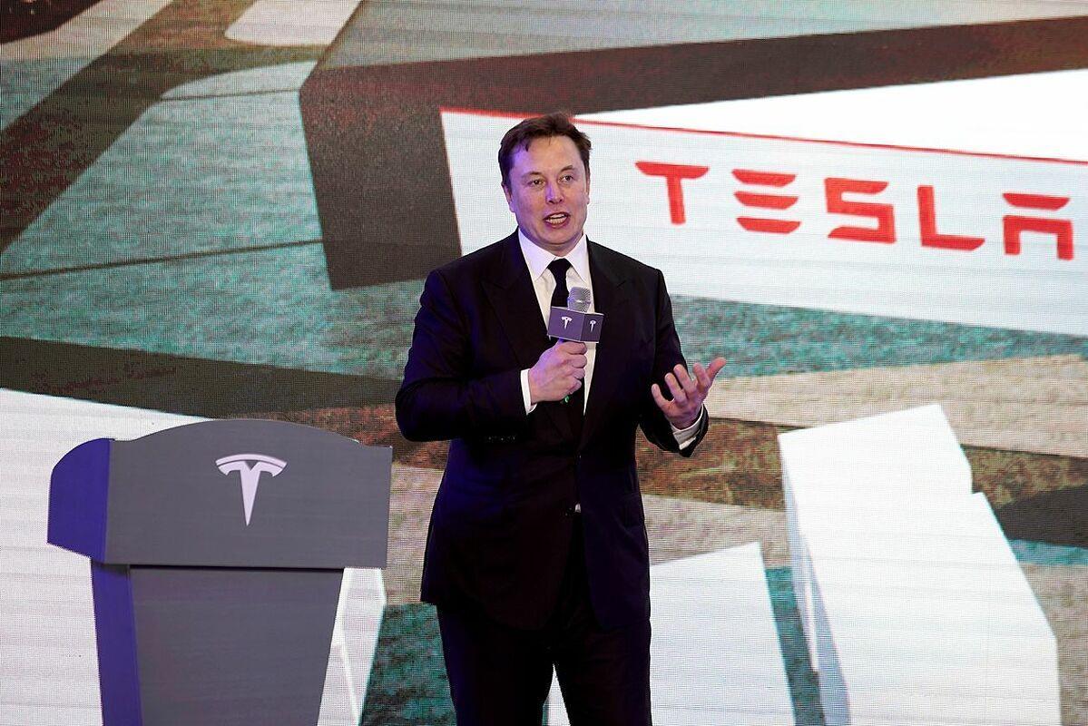 Elon Musk: Gã tỷ phú điên thích đốt tiền vào những điều viễn tưởng - 8