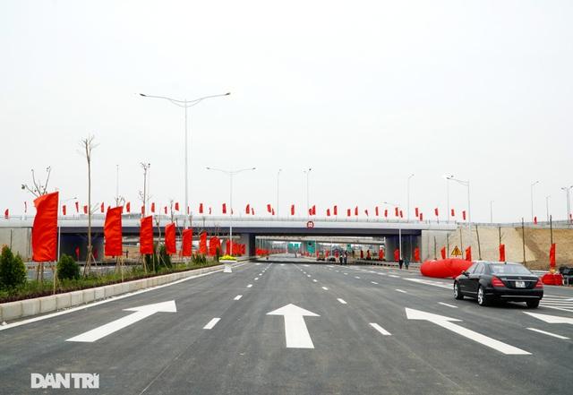 Thông xe nút giao 400 tỷ đồng nối cao tốc Hà Nội - Hải Phòng với Vành đai 3 - 9