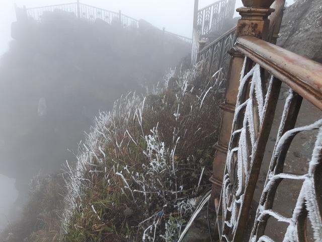 Băng giá bao phủ chùa Đồng - Yên Tử và nhiều đỉnh núi ở Bình Liêu - 3