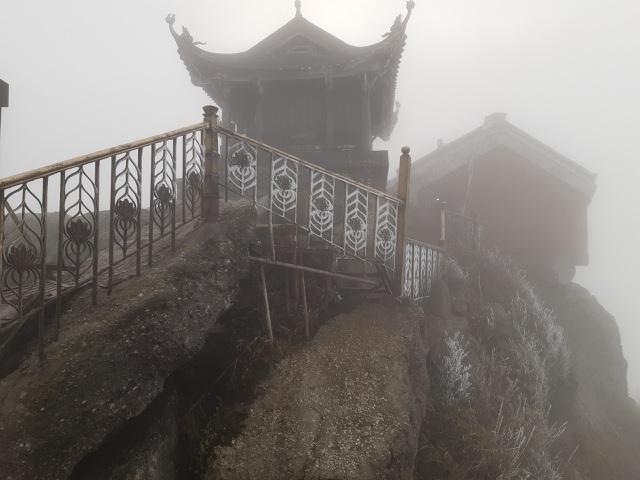 Băng giá bao phủ chùa Đồng - Yên Tử và nhiều đỉnh núi ở Bình Liêu - 2
