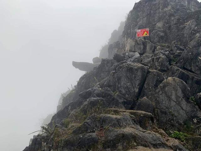 """""""Phượt thủ"""" trượt chân, rơi từ mỏm đá Pải Lủng xuống vách núi"""