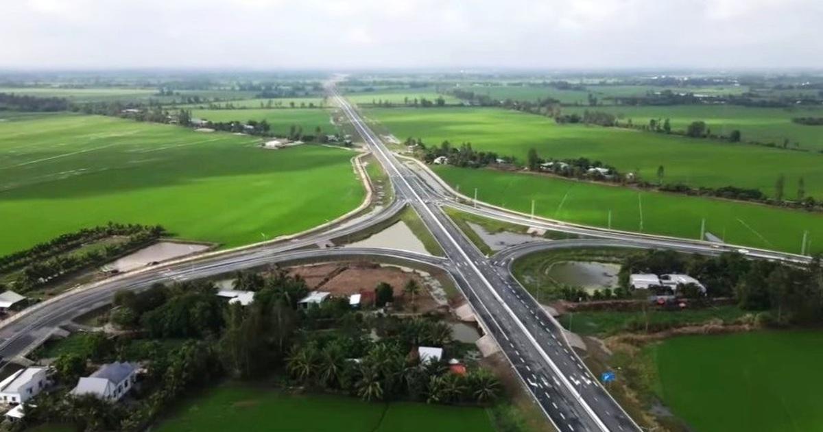 """Khánh thành cao tốc Cần Thơ đi Kiên Giang, xe """"vi vu"""" 100 km/h"""