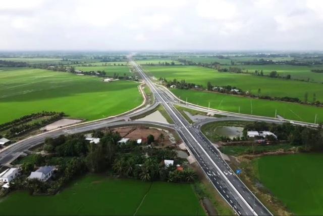 Khánh thành cao tốc Cần Thơ đi Kiên Giang, xe vi vu 100 km/h - 2