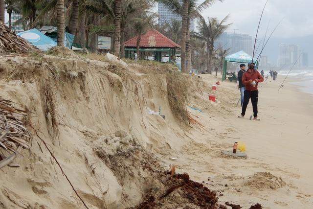 Bờ biển Đà Nẵng sạt lở kinh hoàng, đe dọa nhiều khu nghỉ dưỡng - 7