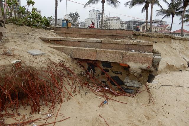Bờ biển Đà Nẵng sạt lở kinh hoàng, đe dọa nhiều khu nghỉ dưỡng - 4