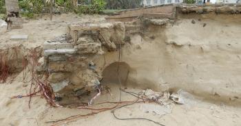 Bờ biển Đà Nẵng sạt lở kinh hoàng, đe dọa nhiều khu nghỉ dưỡng