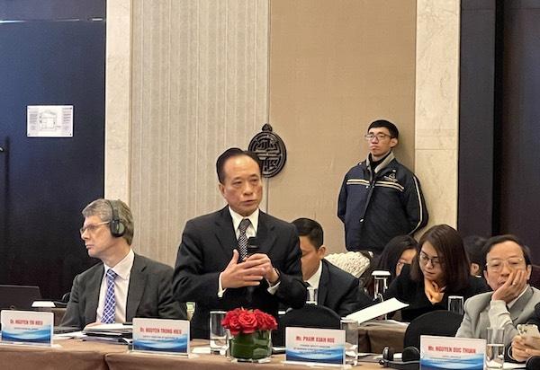 Tiến Sĩ Nguyễn Trí Hiếu, chuyên gia tài chính ngân hàng đã chỉ ra những điểm thuận lợi và khó khăn ở từng mô hình cho vay trực tiếp và gián tiếp