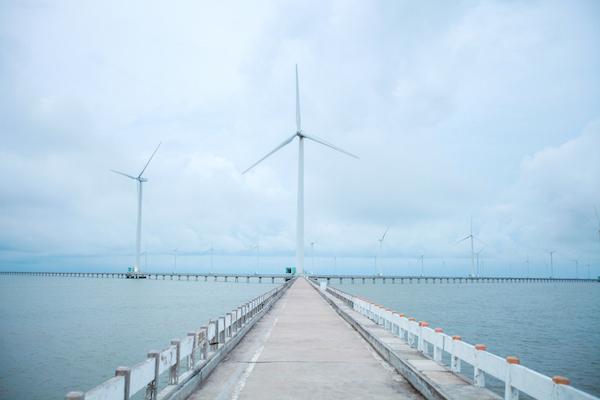 Ngày 27/12/2020, vào lúc 9h29, Nhà máy điện gió Bạc Liêu nhận được lệnh của điều độ viên thuộc A0 yêu cầu giảm công suất về 2 MW khi đang phát dao động từ 6-11 MW