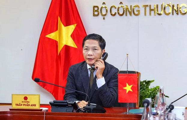 Bộ trưởng Công Thương, Chủ tịch Hội đồng Thương mại và Đầu tư Việt Nam – Hoa Kỳ (TIFA) Trần Tuấn Anh đã có cuộc điện đàm với Trưởng Đại diện Thương mại Hoa Kỳ (USTR) Robert Lighthizer để trao đổi về các vấn đề kinh tế, thương mại song phương giữa hai nước