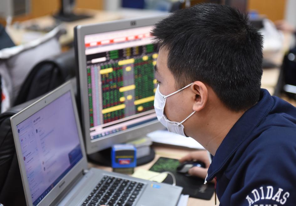 Các nhà đầu tư cần cẩn trọng khi thị trường chứng khoán đang tăng trưởng quá nóng.