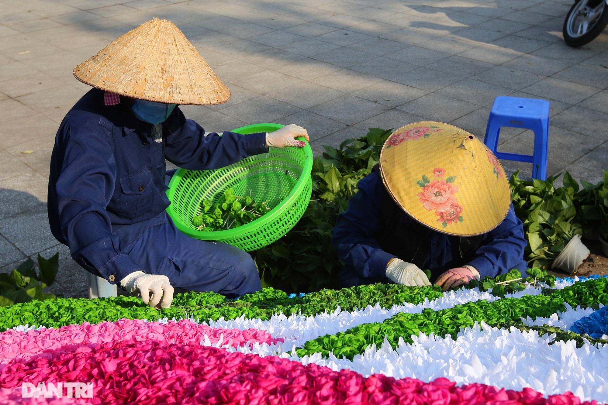 Hồ Gươm trang trí hoa rực rỡ sắc màu chào mừng Đại hội XIII của Đảng - 14