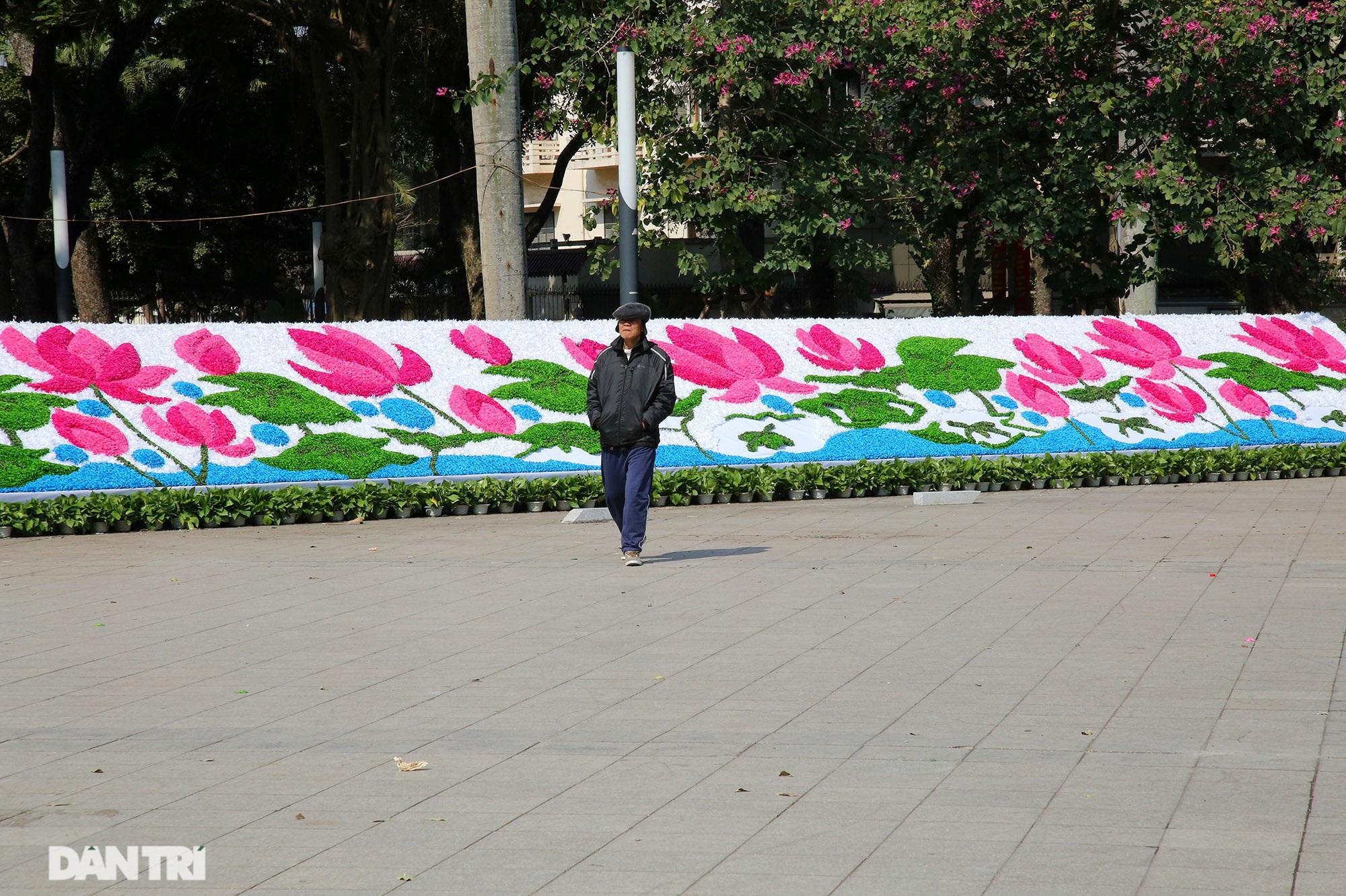 Hồ Gươm trang trí hoa rực rỡ sắc màu chào mừng Đại hội XIII của Đảng - 15