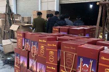 Bắt giữ vụ sang chiết rượu lớn tại Hà Nội