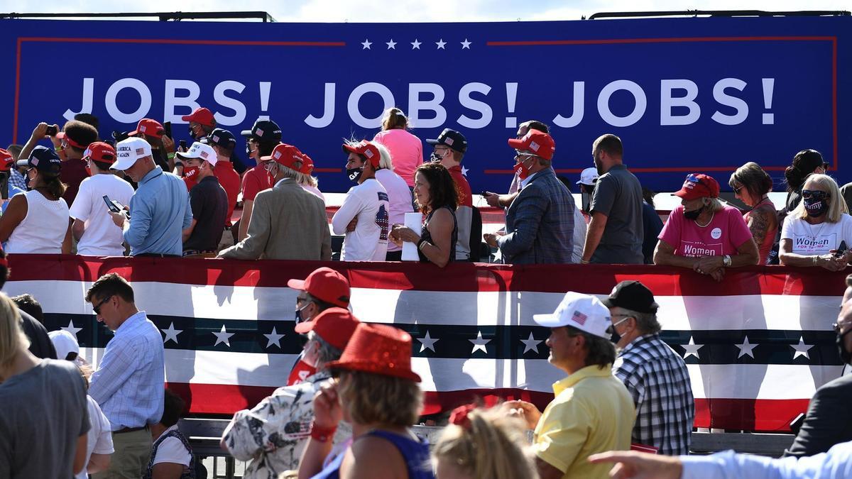 So găng chính sách kinh tế của ông Trump và ông Biden - 9