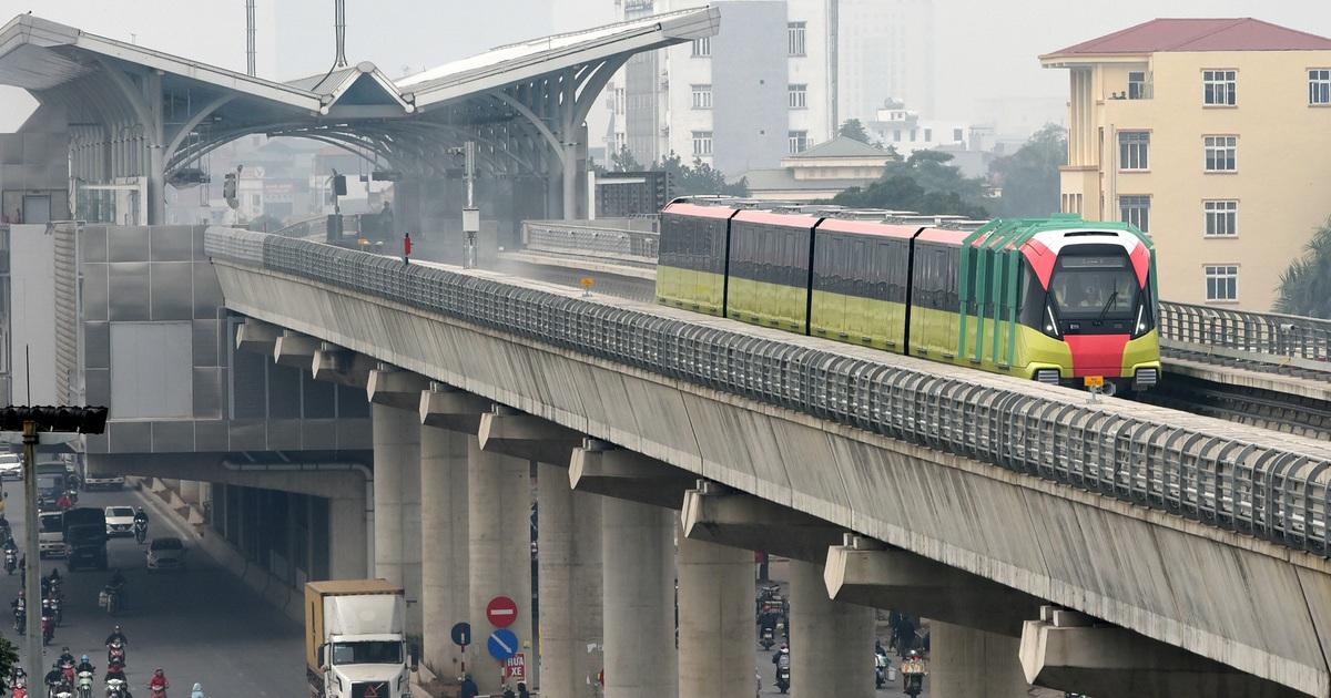 Ngỡ ngàng hình ảnh tàu đường sắt Nhổn - ga Hà Nội lăn bánh