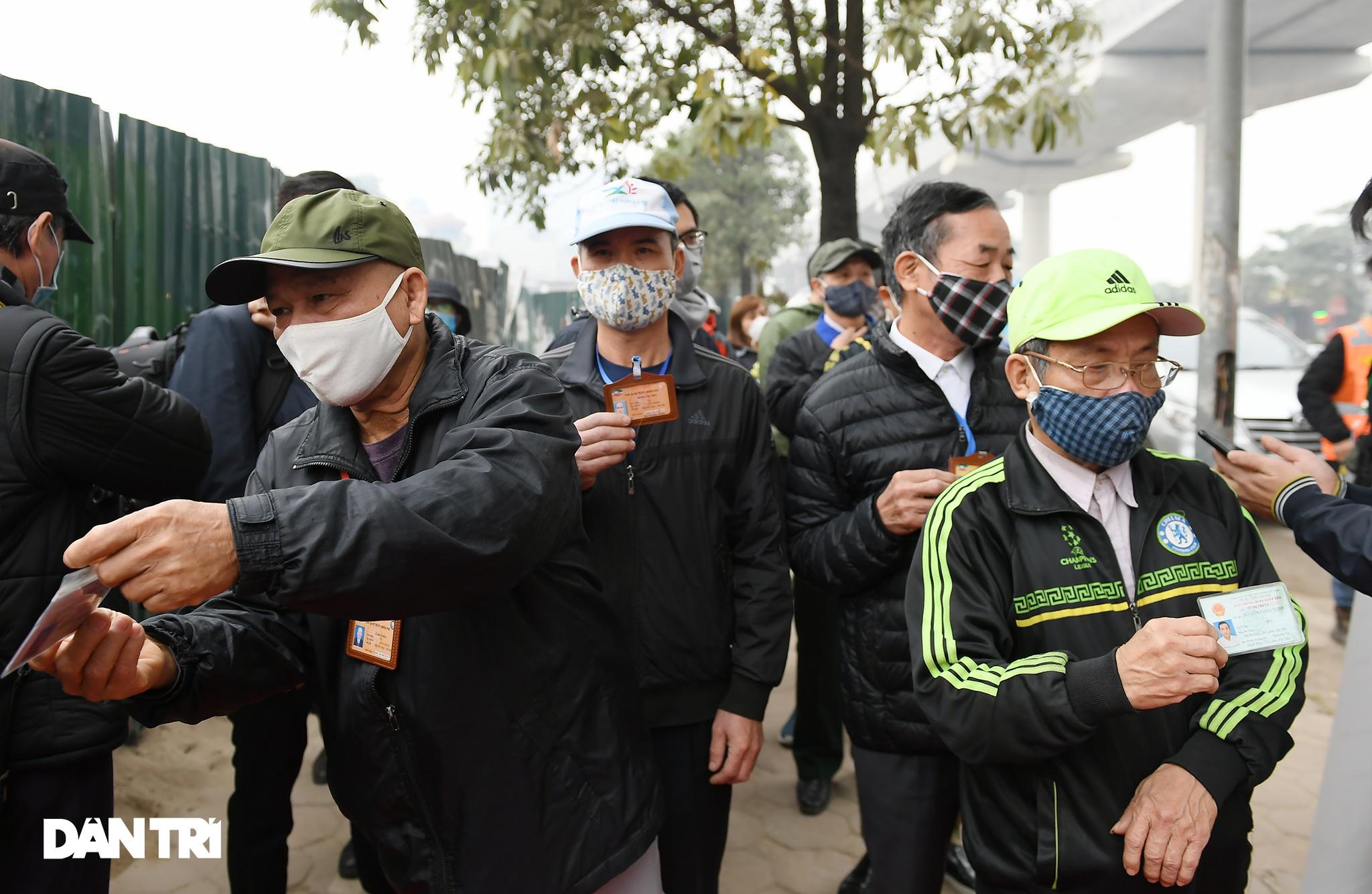 Người dân phấn khởi tham quan đoàn tàu tuyến Metro Nhổn - ga Hà Nội - 2