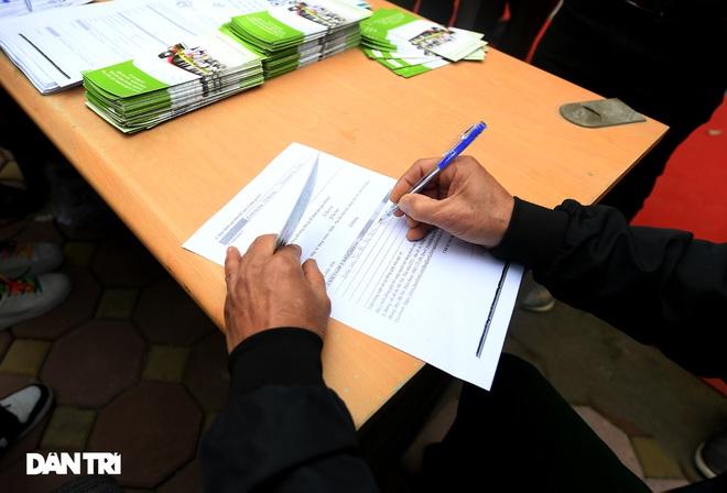 Người dân phấn khởi tham quan đoàn tàu tuyến Metro Nhổn - ga Hà Nội - 3
