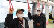 Người dân phấn khởi tham quan đoàn tàu tuyến Metro Nhổn - ga Hà Nội
