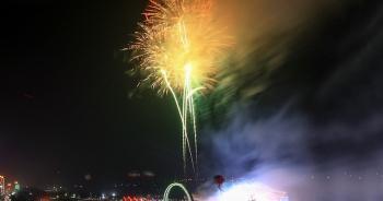 Lần đầu tiên thị xã Cửa Lò bắn pháo hoa chào mừng Tết Nguyên đán