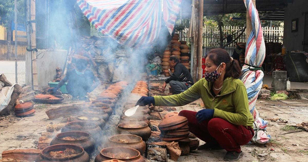 Chạy đua với Tết, người kho cá thuê làng Vũ Đại kiếm tiền triệu mỗi ngày