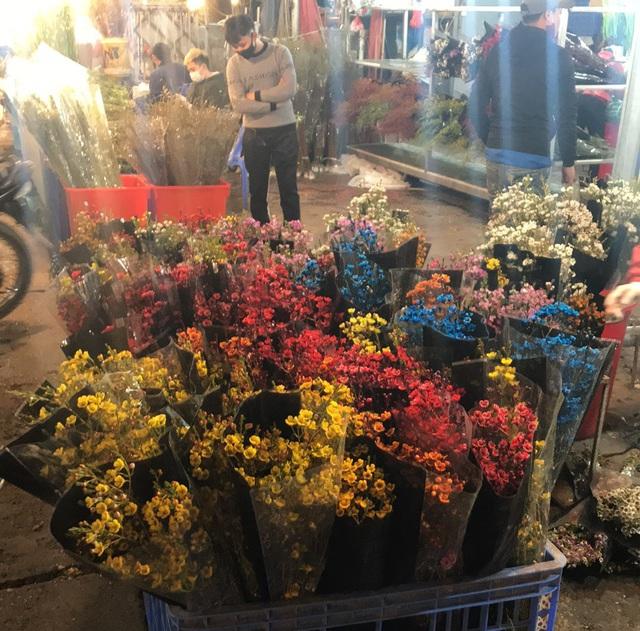 Chợ hoa Tết sầm uất nhất Hà Nội vắng chưa từng có vì dịch Covid-19 - 6