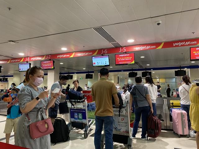 Cao điểm Tết tại Tân Sơn Nhất có 26 chuyến bay cất cánh mỗi giờ - 3