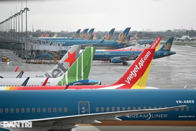 Khách ồ ạt hủy chuyến bay vì Covid-19, hàng không hỏa tốc đổi/hoàn vé - 1