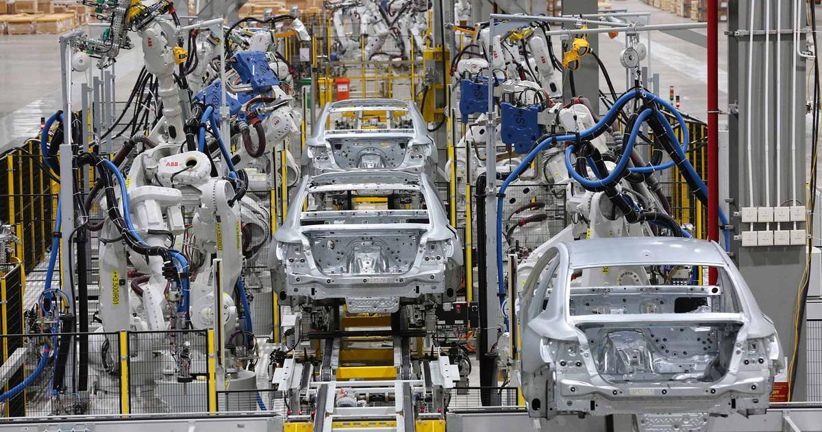Các hãng xe Việt phụ thuộc lớn vào linh kiện Hàn Quốc, Thái Lan, Trung Quốc