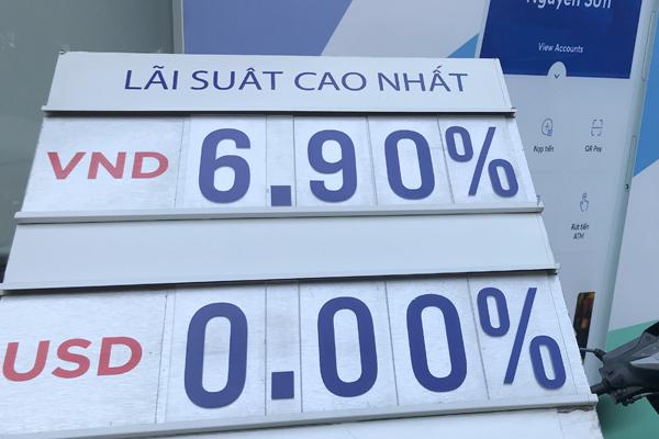 Lãi suất liên ngân hàng đã bật tăng mạnh. (Ảnh minh họa)