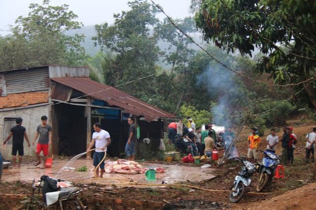 Huyện vùng cao mổ heo, tặng thịt gạo cho đồng bào khó khăn ăn Tết