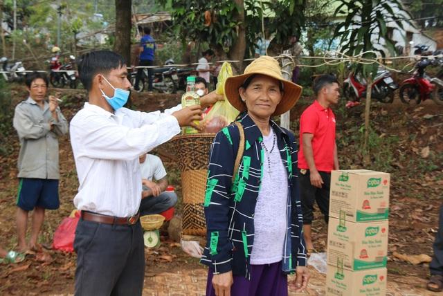 Huyện vùng cao mổ heo, tặng thịt gạo cho đồng bào khó khăn ăn Tết - 4