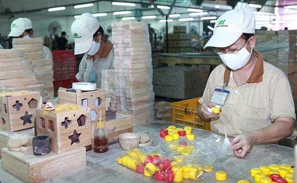 Xuất khẩu gỗ và các sản phẩm gỗ đang là một trong những điểm sáng của 2020-2021. (Ảnh: Sản xuất tại Gỗ Đức Thành)