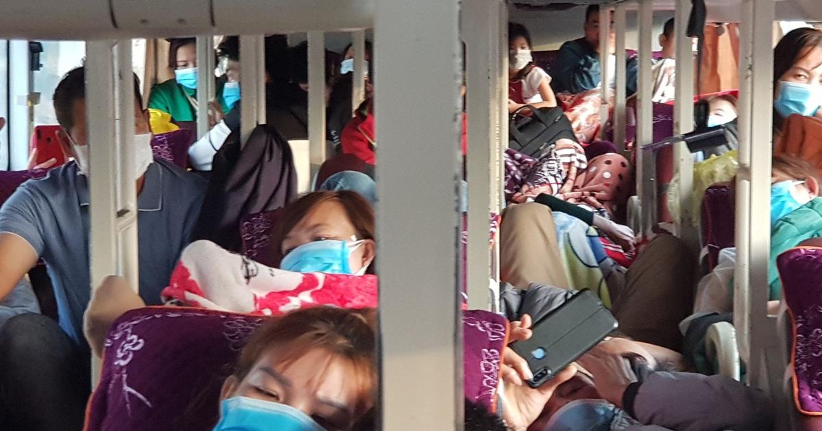 """Quảng Trị:  Xe khách 46 chỗ, """"nhồi"""" đến 63 người"""