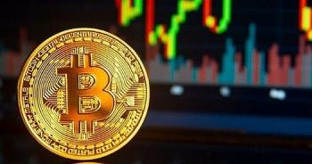 """Bitcoin trong """"cơn điên"""" tăng giá, cho chứng khoán và vàng """"hít khói"""""""