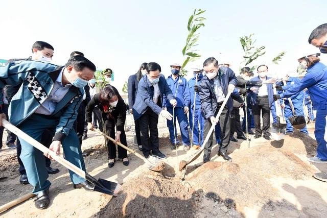 Ông Chu Ngọc Anh khuyến khích hộ gia đình trồng cây để Hà Nội 4 mùa hoa nở - 2