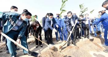 Ông Chu Ngọc Anh khuyến khích hộ gia đình trồng cây để Hà Nội 4 mùa hoa nở