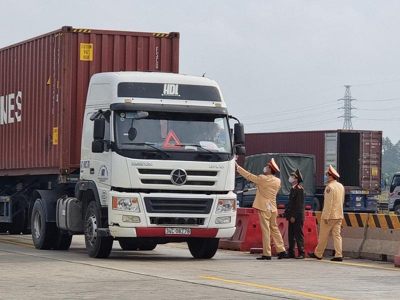 Nút giao cao tốc Hải Phòng - Hà Nội đoạn xuống QL38 tắc hàng giờ đồng hồ