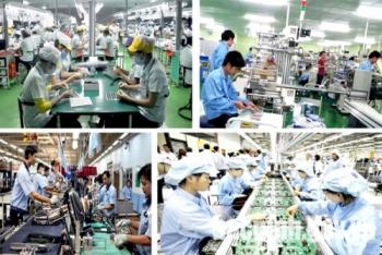 """Việt Nam đối mặt với những rủi ro nào trong """"năm COVID thứ hai""""?"""