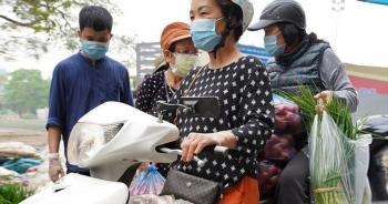 """Người dân Thủ đô """"giải cứu"""" rau củ cho nông dân Hà Nội: Dân nào cũng thương"""