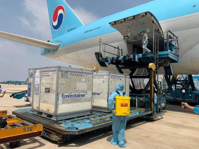 Vì sao vắc xin Anh tới Việt Nam bằng máy bay Hàn Quốc? - 2
